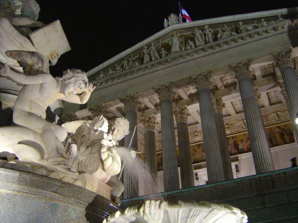 Vienna, il Parlamento by Marco Assini